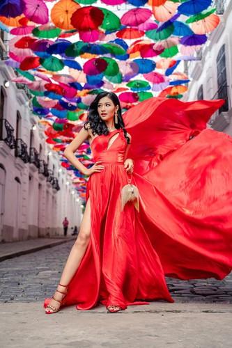 kieu loan comes sixth in top 21 at historic crowns fashion show hinh 1