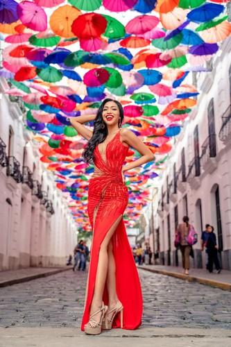kieu loan comes sixth in top 21 at historic crowns fashion show hinh 5