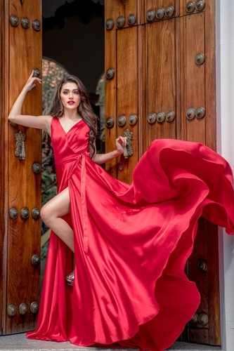 kieu loan comes sixth in top 21 at historic crowns fashion show hinh 6