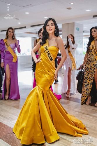 kieu loan comes sixth in top 21 at historic crowns fashion show hinh 8