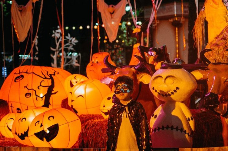 best spots for a halloween hangout in ho chi minh city hinh 9