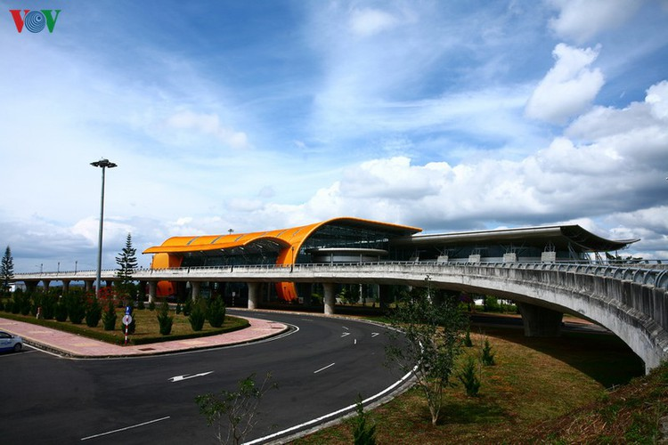 discovering the uniquely designed lien khuong airport hinh 1