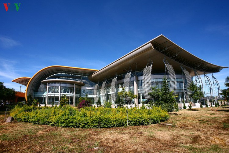 discovering the uniquely designed lien khuong airport hinh 2