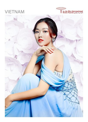 tuong san shines during glam shot segment at miss international pageant hinh 1