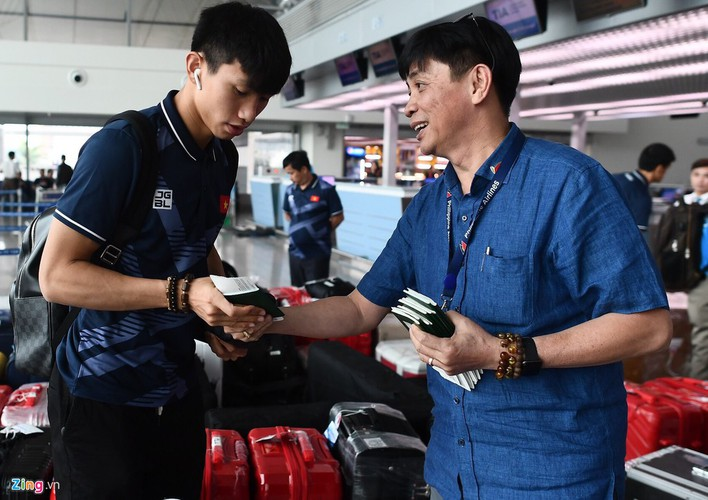 vietnam's u22s depart from hcm city for sea games 30 hinh 1