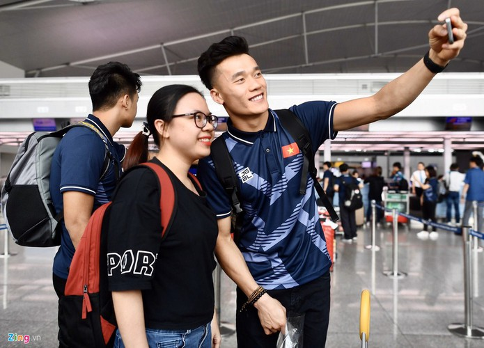 vietnam's u22s depart from hcm city for sea games 30 hinh 4