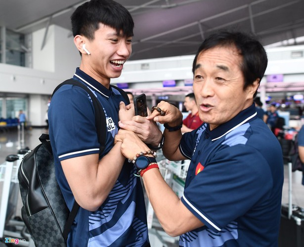 vietnam's u22s depart from hcm city for sea games 30 hinh 5