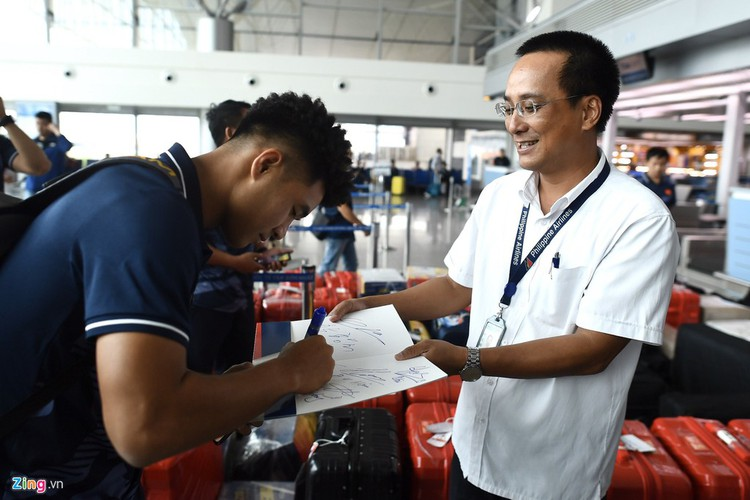 vietnam's u22s depart from hcm city for sea games 30 hinh 8