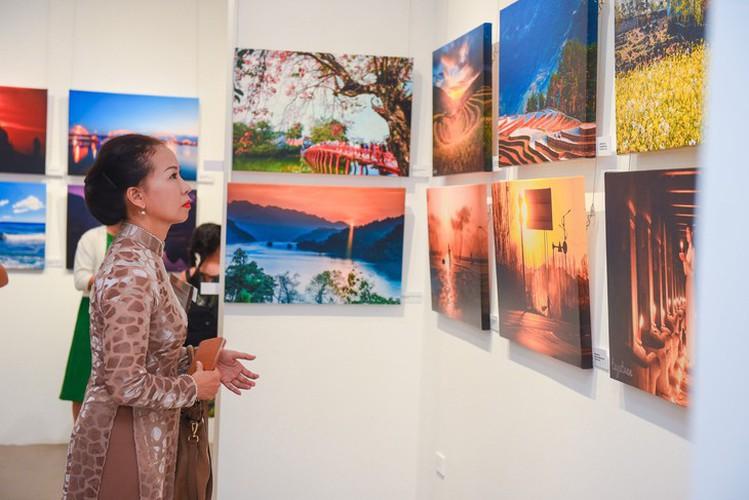 light journey photo exhibit hinh 3