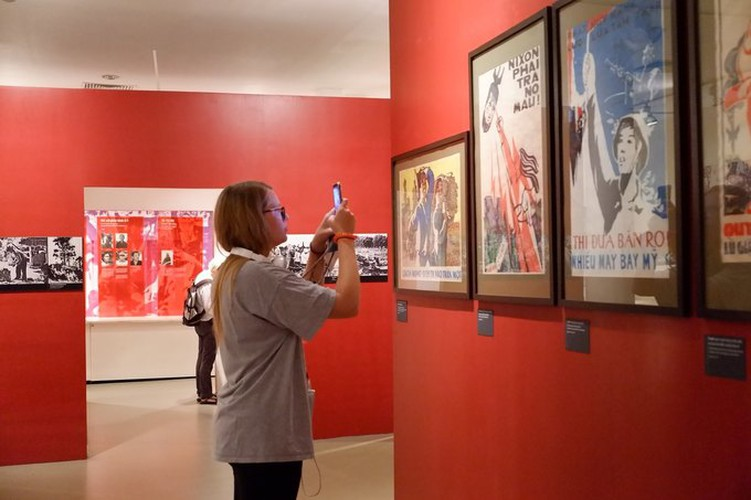 ao dai exhibition at vietnamese women's museum hinh 10