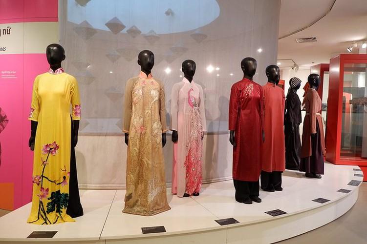 ao dai exhibition at vietnamese women's museum hinh 1