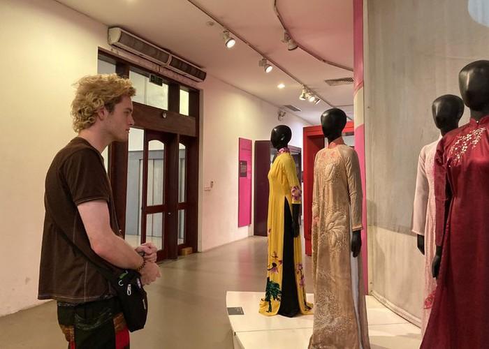 ao dai exhibition at vietnamese women's museum hinh 7