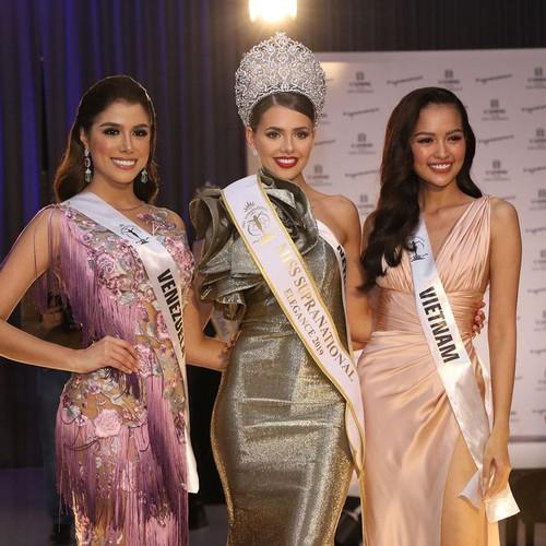 ngoc chau comes second in miss supranational's miss elegance segment hinh 2
