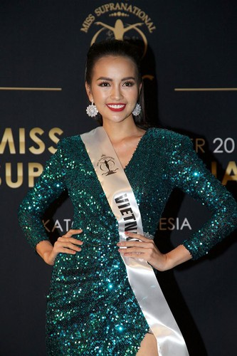 ngoc chau wins first round of suprachat segment at miss supranational 2019 hinh 10