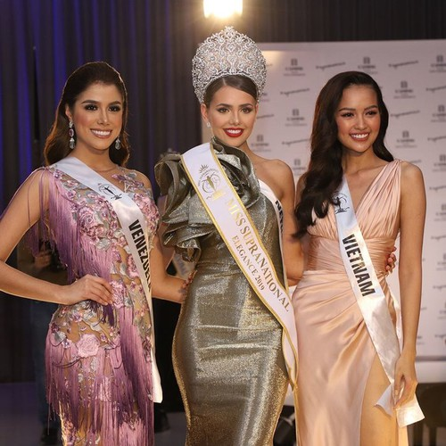 ngoc chau wins first round of suprachat segment at miss supranational 2019 hinh 6