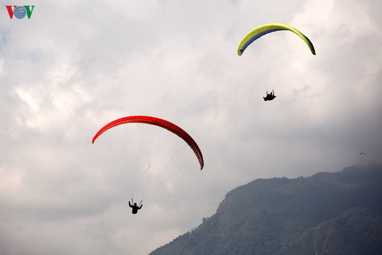 putaleng international paragliding competition concludes in lai chau hinh 2