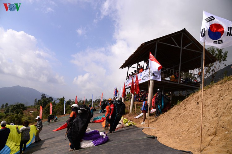 putaleng international paragliding competition concludes in lai chau hinh 7