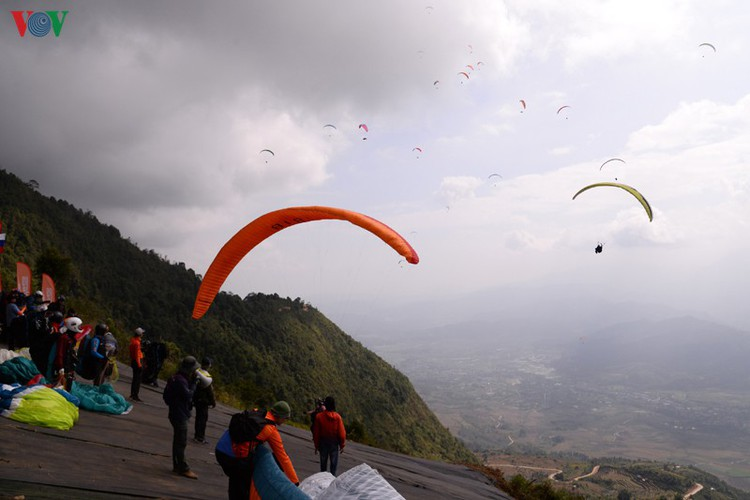 putaleng international paragliding competition concludes in lai chau hinh 8
