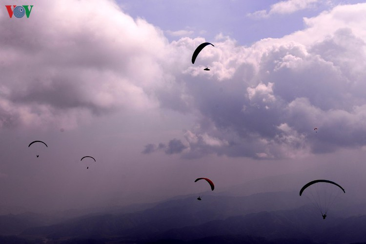 putaleng international paragliding competition concludes in lai chau hinh 9