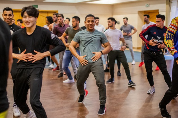 manh khang throws himself into busy schedule at mister supranational 2019 hinh 8