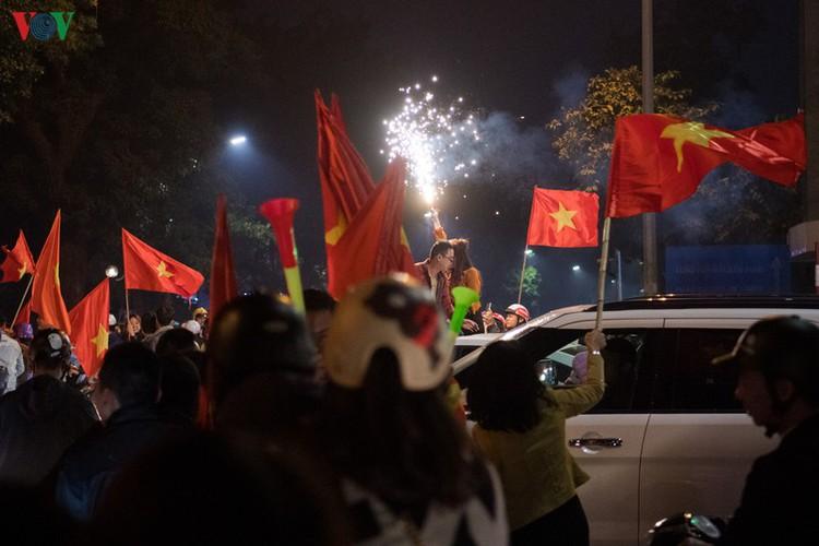 sleepless night following vietnam victory in men's football at sea games hinh 14