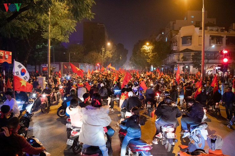 sleepless night following vietnam victory in men's football at sea games hinh 15