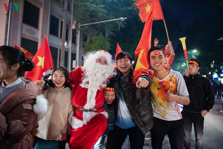 sleepless night following vietnam victory in men's football at sea games hinh 17