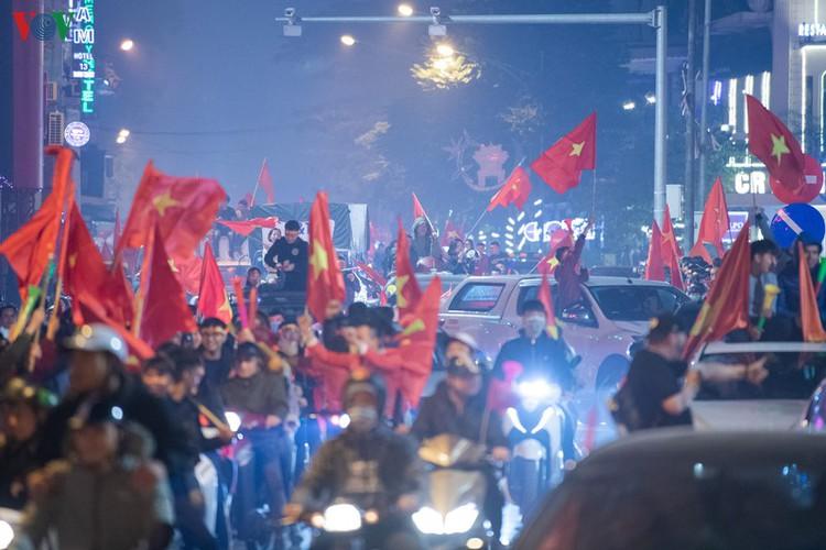 sleepless night following vietnam victory in men's football at sea games hinh 23