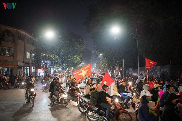 sleepless night following vietnam victory in men's football at sea games hinh 2