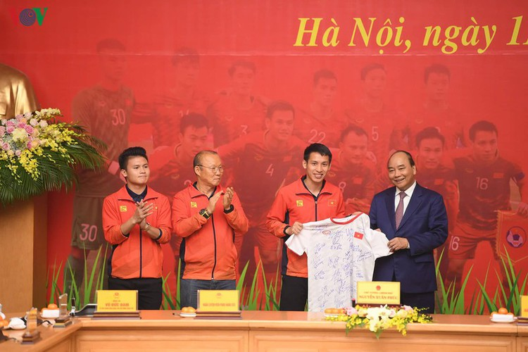 pm hosts welcome party praising vietnamese football's success at sea games hinh 11