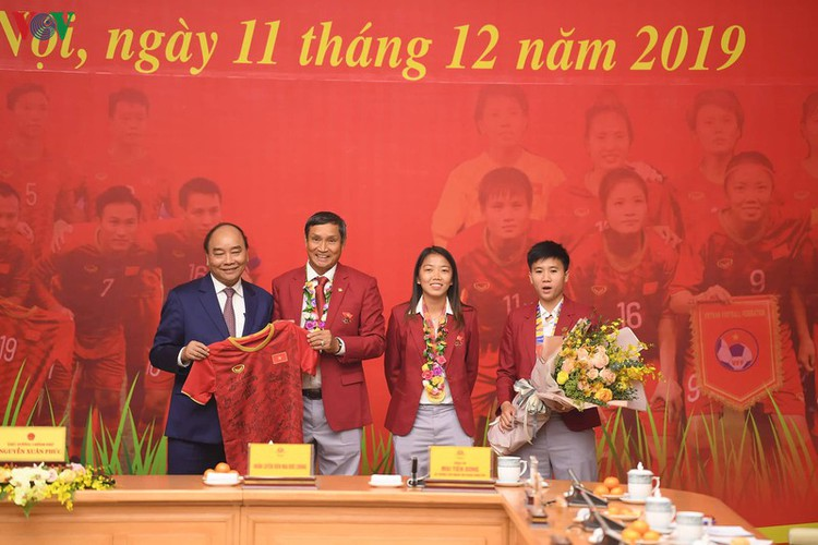 pm hosts welcome party praising vietnamese football's success at sea games hinh 12