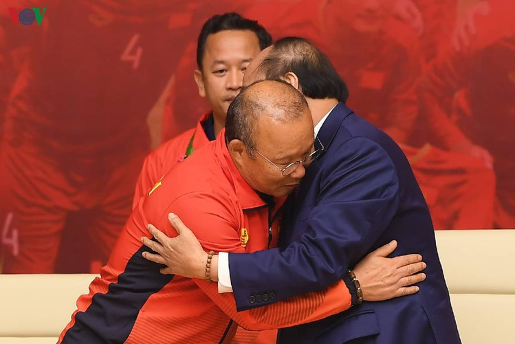 pm hosts welcome party praising vietnamese football's success at sea games hinh 4