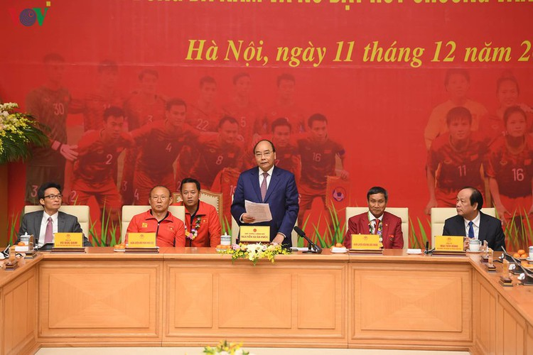 pm hosts welcome party praising vietnamese football's success at sea games hinh 6