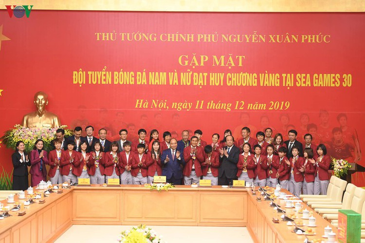 pm hosts welcome party praising vietnamese football's success at sea games hinh 7