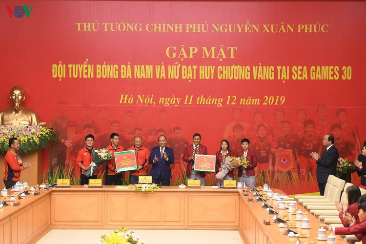pm hosts welcome party praising vietnamese football's success at sea games hinh 9