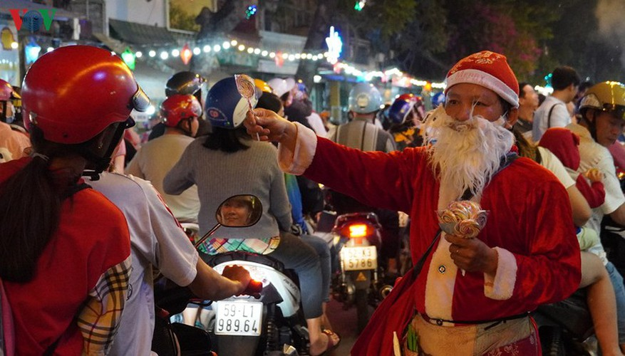 catholic parish in hcm city sparkles in buildup to christmas hinh 12