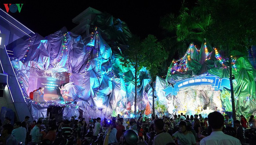 catholic parish in hcm city sparkles in buildup to christmas hinh 13