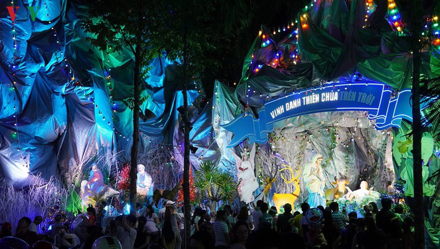 catholic parish in hcm city sparkles in buildup to christmas hinh 1