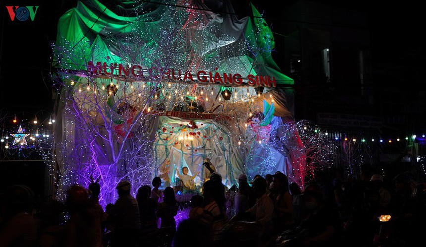 catholic parish in hcm city sparkles in buildup to christmas hinh 5