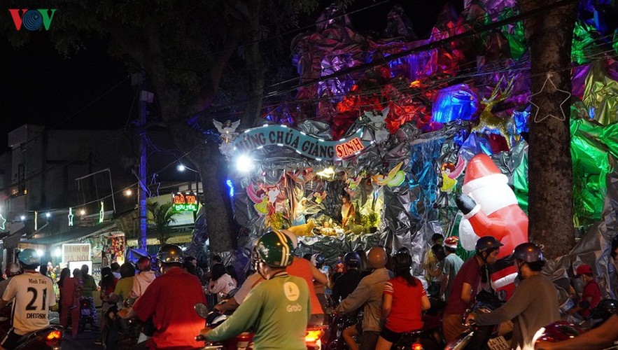 catholic parish in hcm city sparkles in buildup to christmas hinh 6