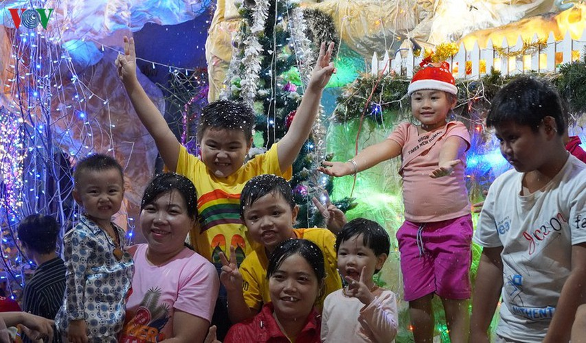 catholic parish in hcm city sparkles in buildup to christmas hinh 9