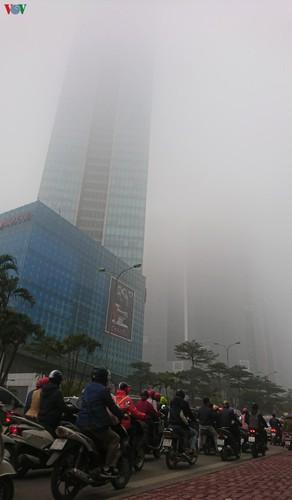 dense fog descends on the streets of hanoi hinh 12