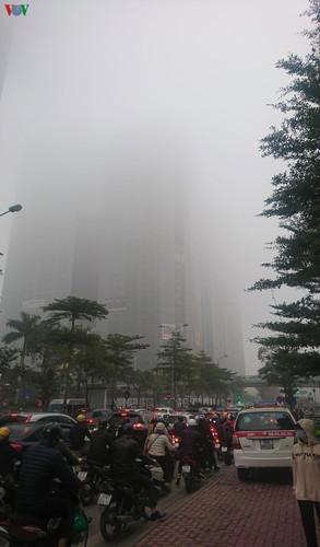 dense fog descends on the streets of hanoi hinh 15