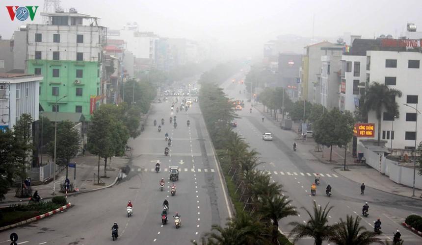 dense fog descends on the streets of hanoi hinh 1