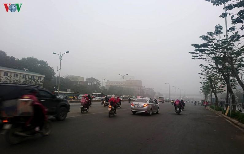 dense fog descends on the streets of hanoi hinh 2
