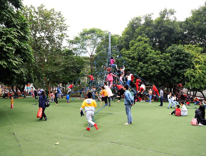 hanoi and ho chi minh city residents enjoy first day of 2020 hinh 10