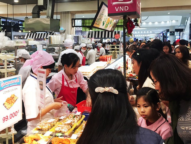 hanoi and ho chi minh city residents enjoy first day of 2020 hinh 14