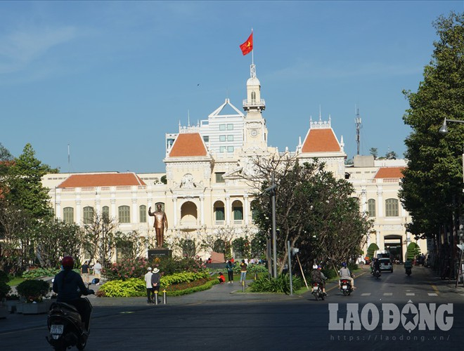 hanoi and ho chi minh city residents enjoy first day of 2020 hinh 19