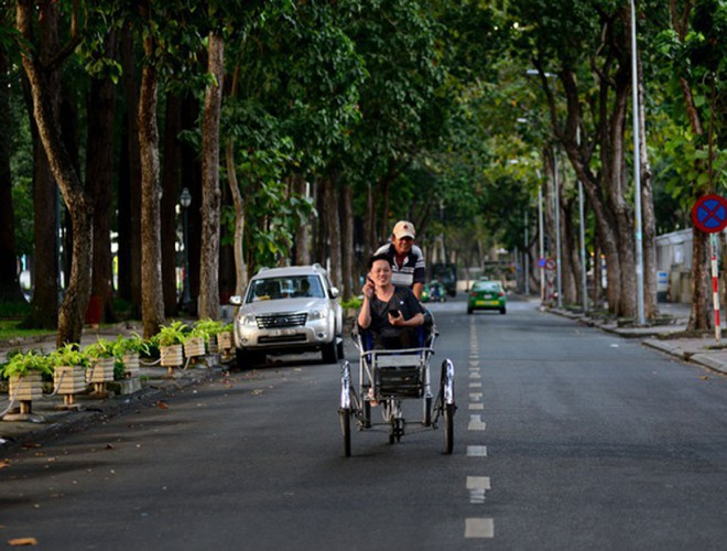 hanoi and ho chi minh city residents enjoy first day of 2020 hinh 23