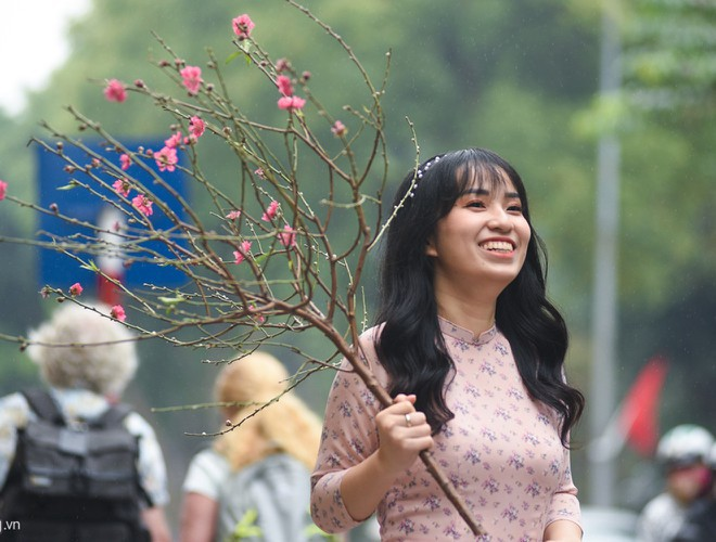 hanoi and ho chi minh city residents enjoy first day of 2020 hinh 2